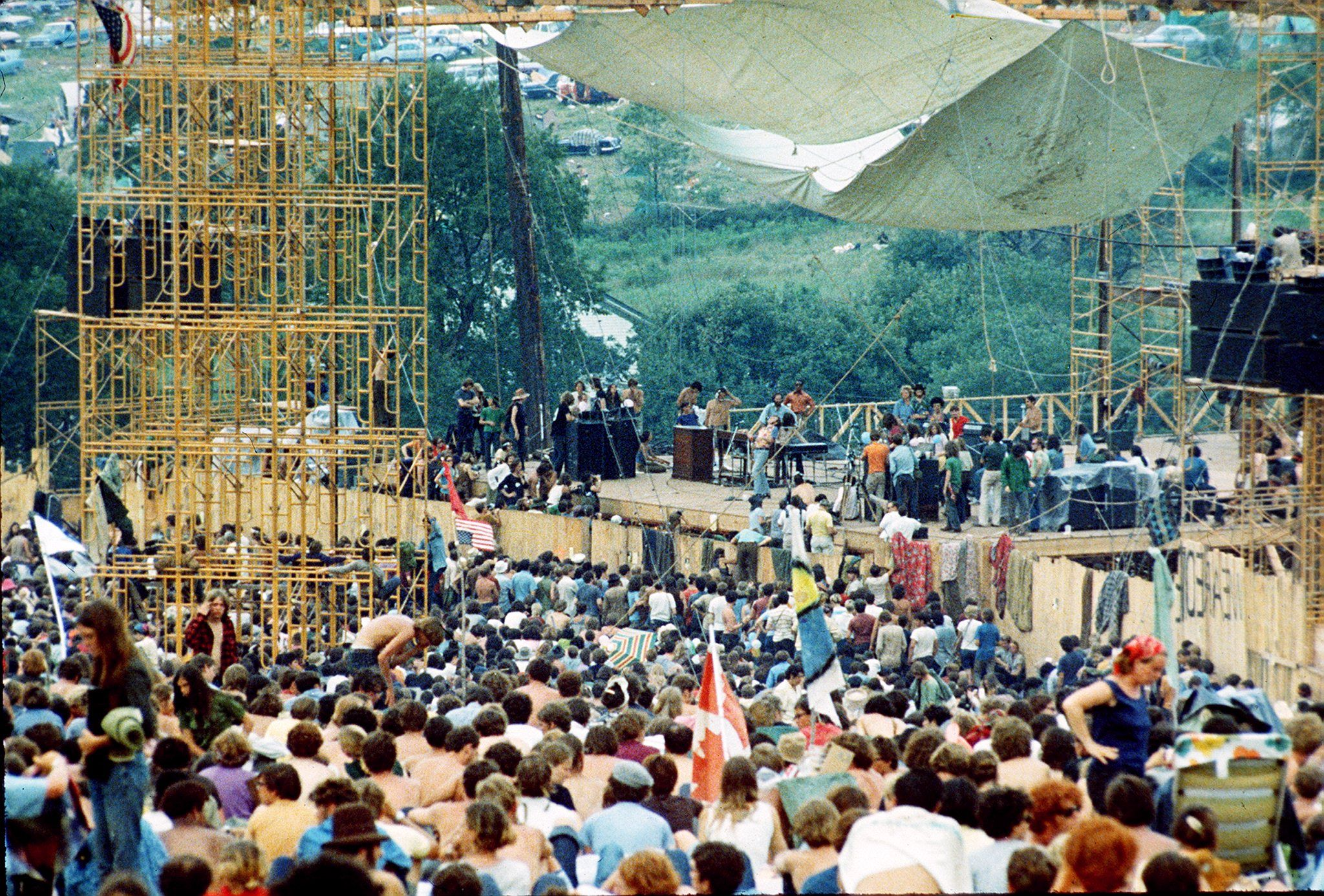 a history of the woodstock festival in 1969 Woodstock was a music festival that attracted hundreds of thousands of people and changed the face of rock and roll the famous 1969 festival was one of the most profound and prolific musical events in all of history.
