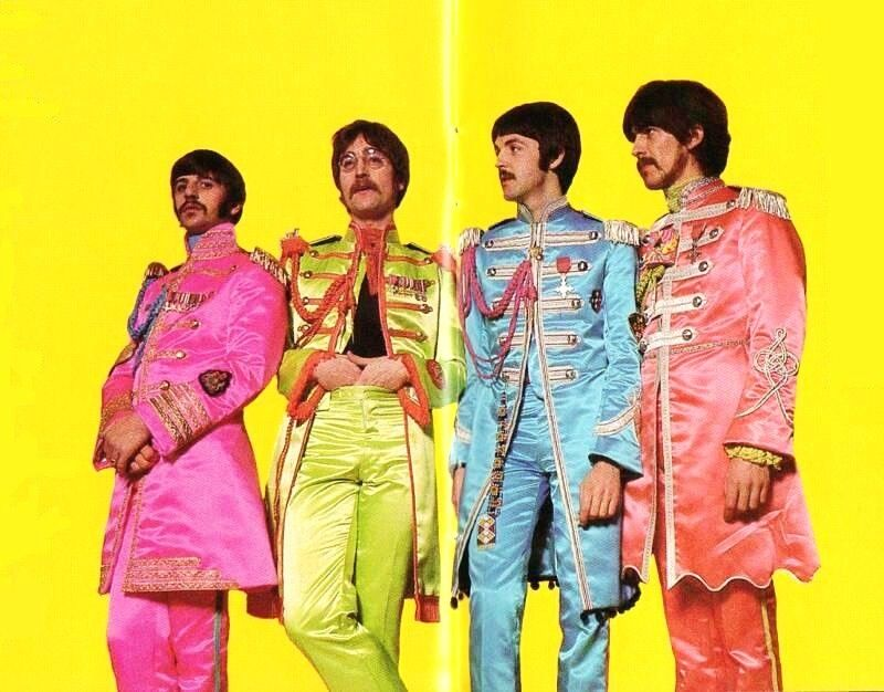 -sgt-peppers-lonely-hearts-club-band-28076318-800-626