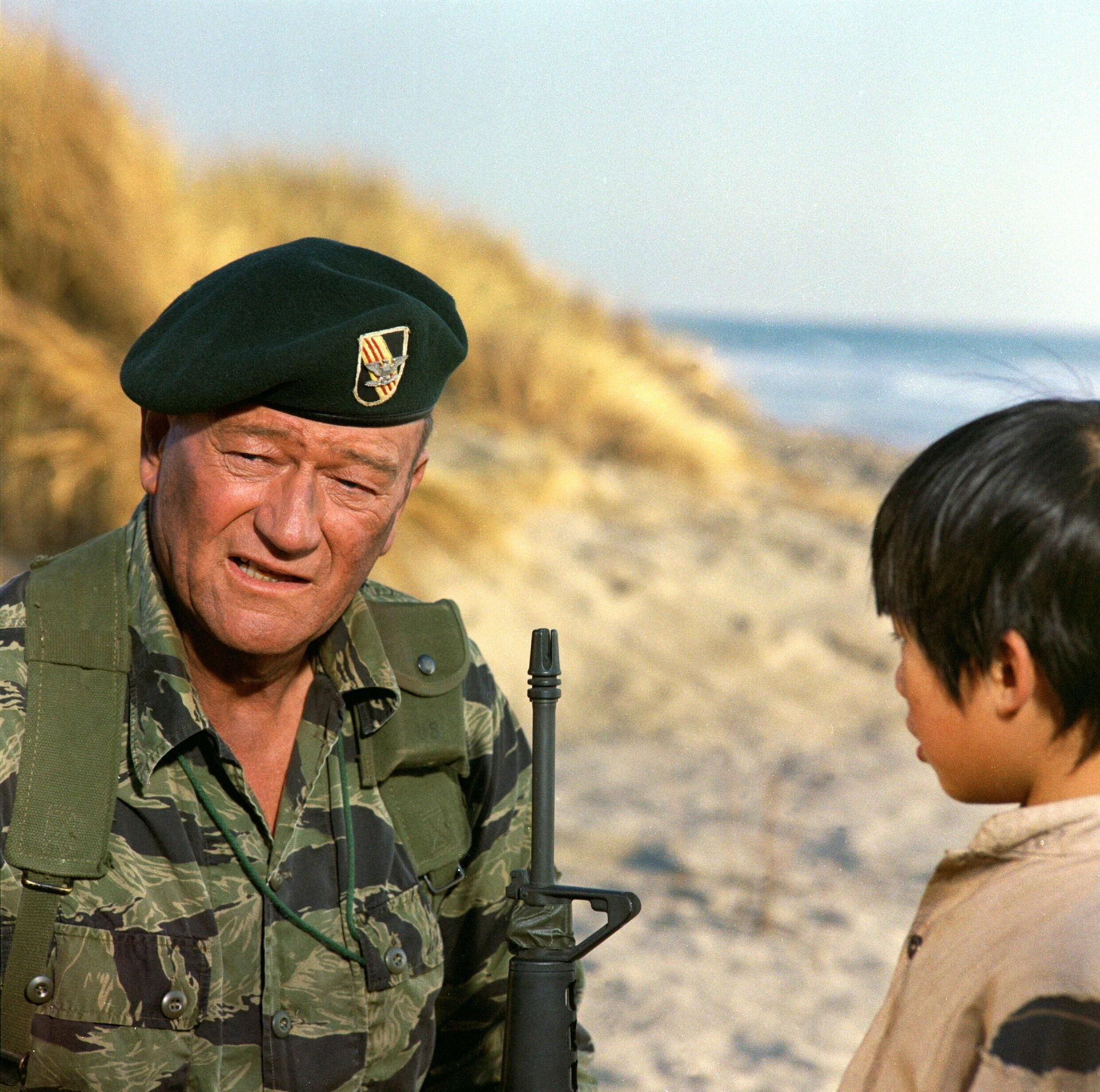 still-of-john-wayne-in-the-green-berets