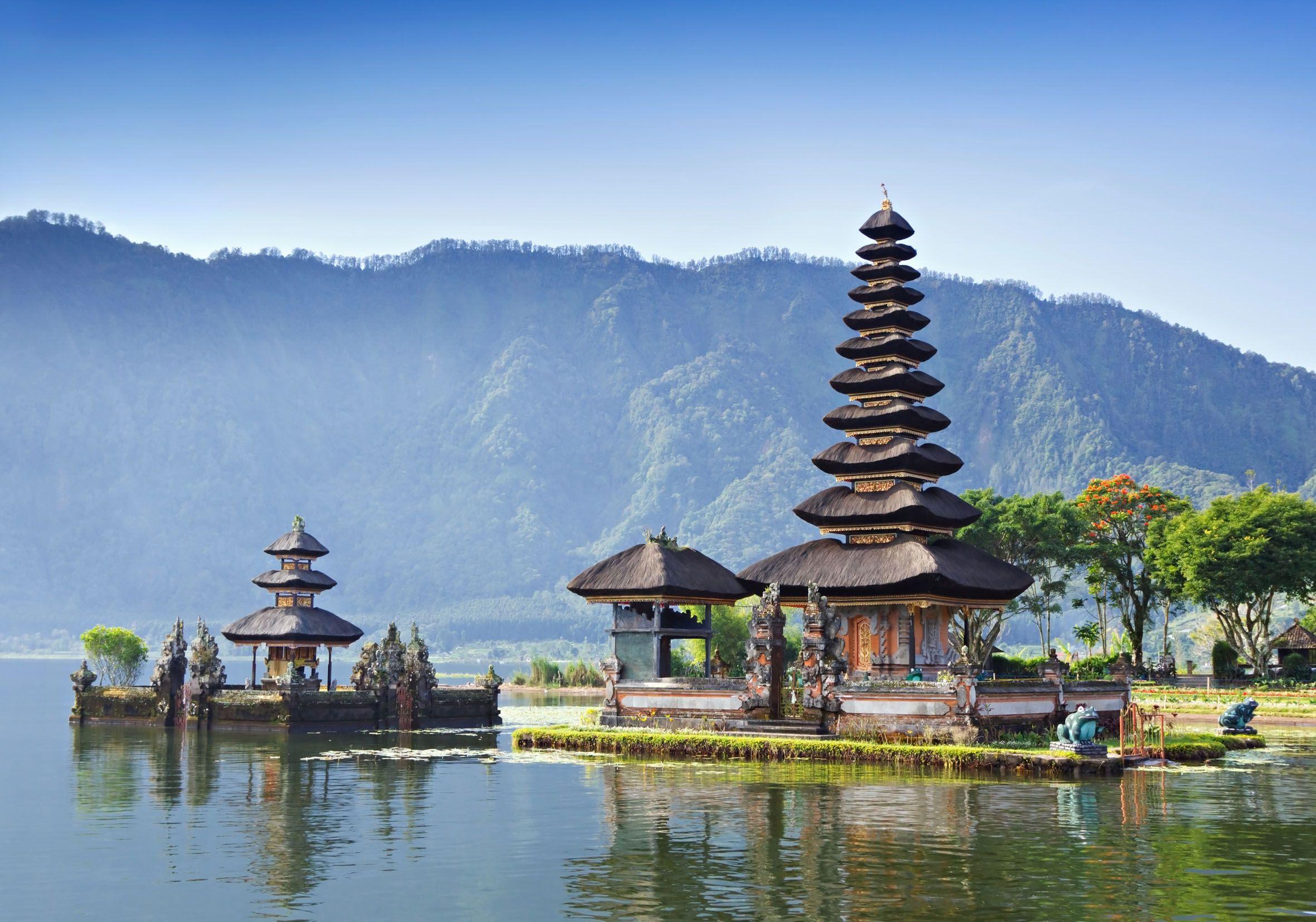 http://vietnamtravelrv.com/images/nuandalab/combinados/viet+Bali/Bali-Temple.jpg