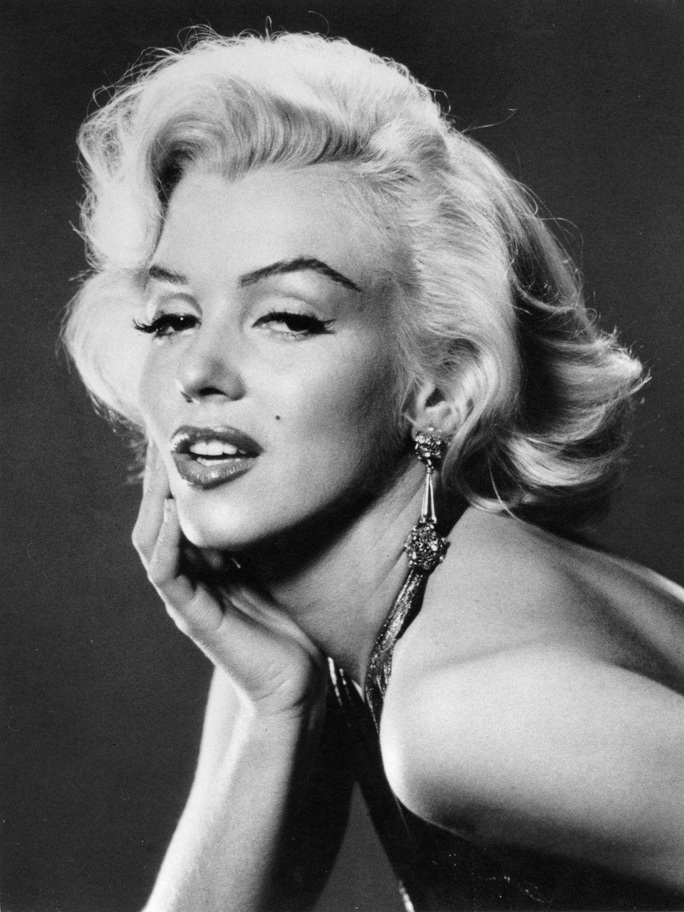Marilyn-Monroe-marilyn-monroe-30014001-960-1280.jpg
