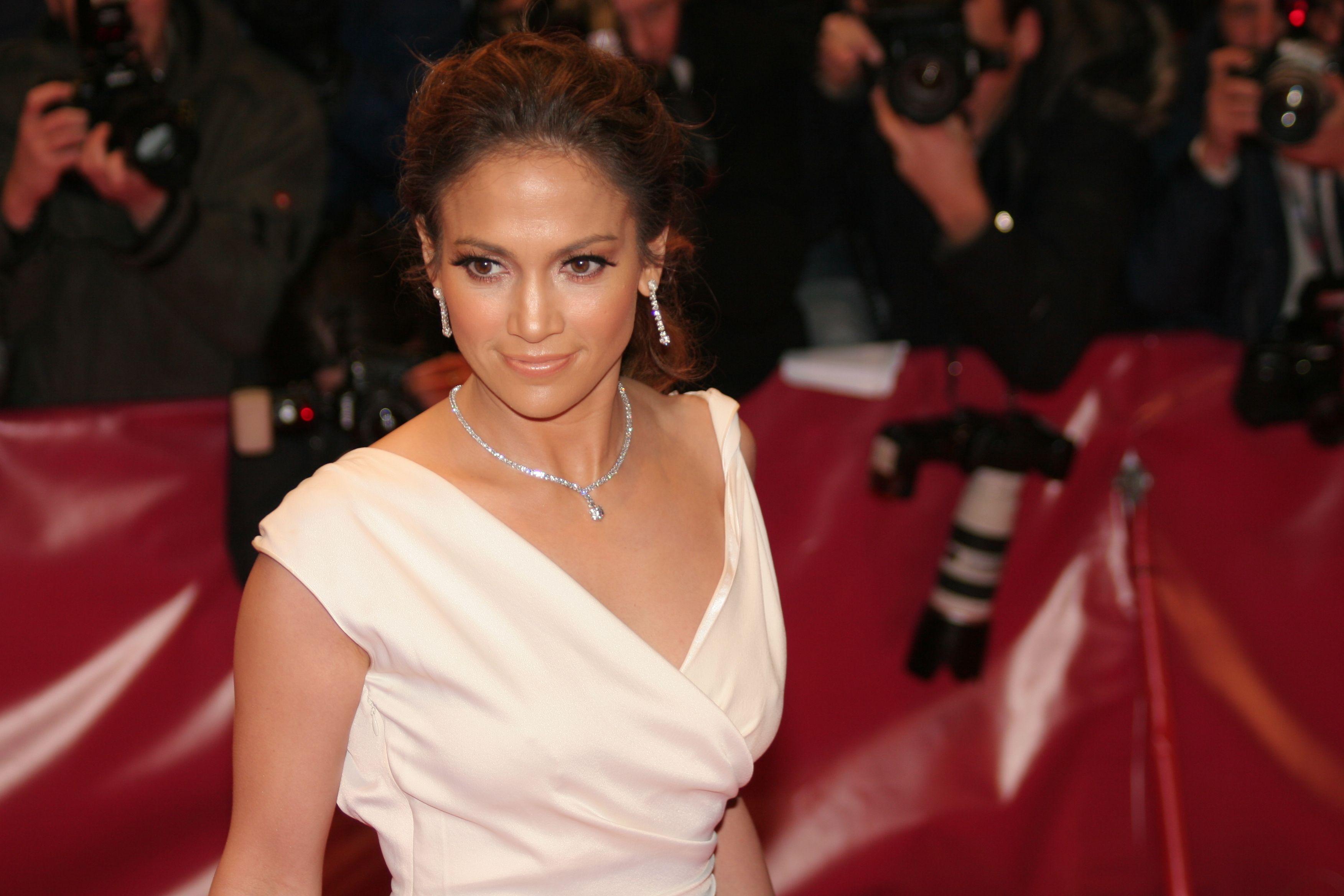 shutterstock_Jennifer Lopez (3)