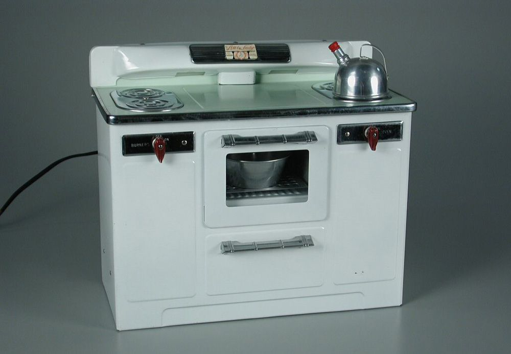 10. Empire Little Lady Stove