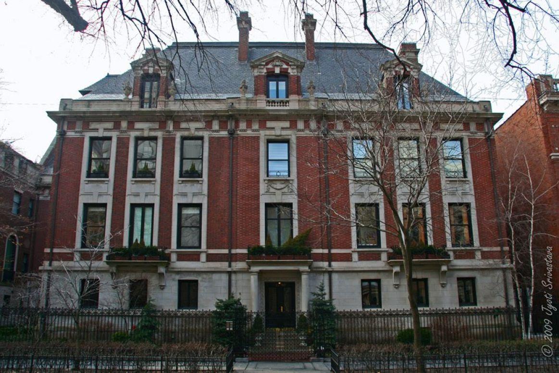 5. The Original Playboy Mansion Has Been Converted Into Condos