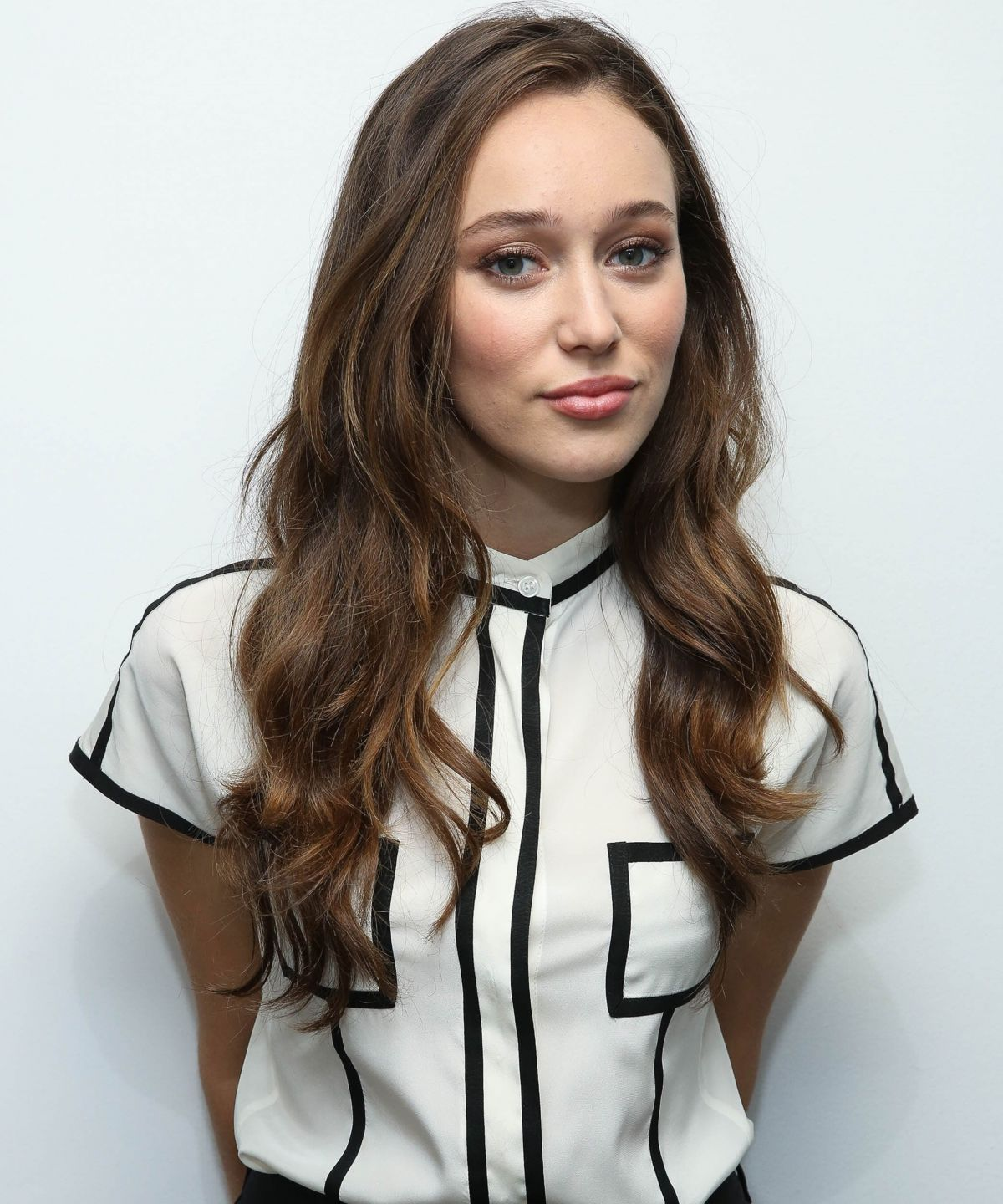 http://www.hawtcelebs.com/wp-content/uploads/2015/09/alycia-debnam-carey-at-siriusx-studios-in-new-york-09-01-2015_5.jpg