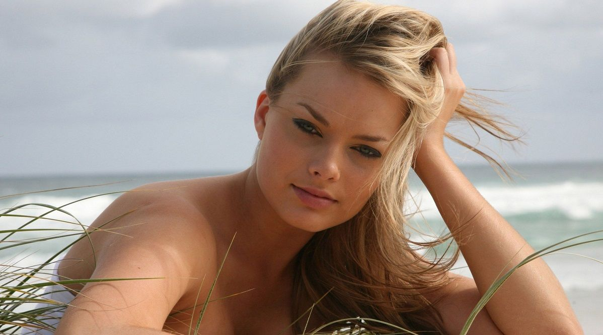 The 15 Hottest Photos Of Margot Robbie Found Online