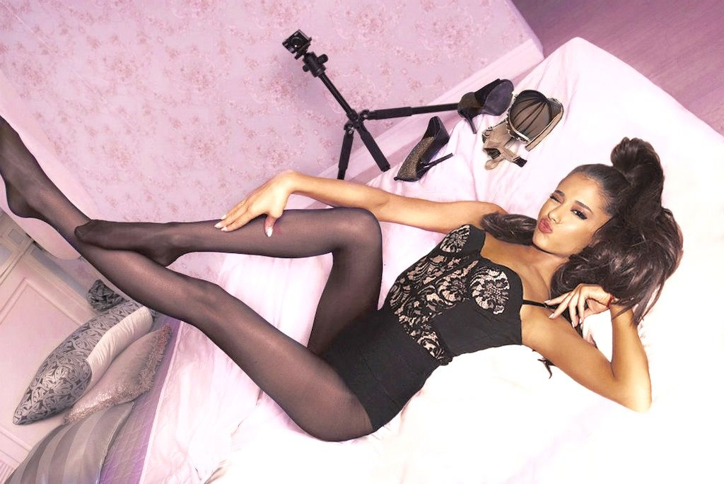 Top 15 Must-See Hottest Pictures Of Ariana Grande