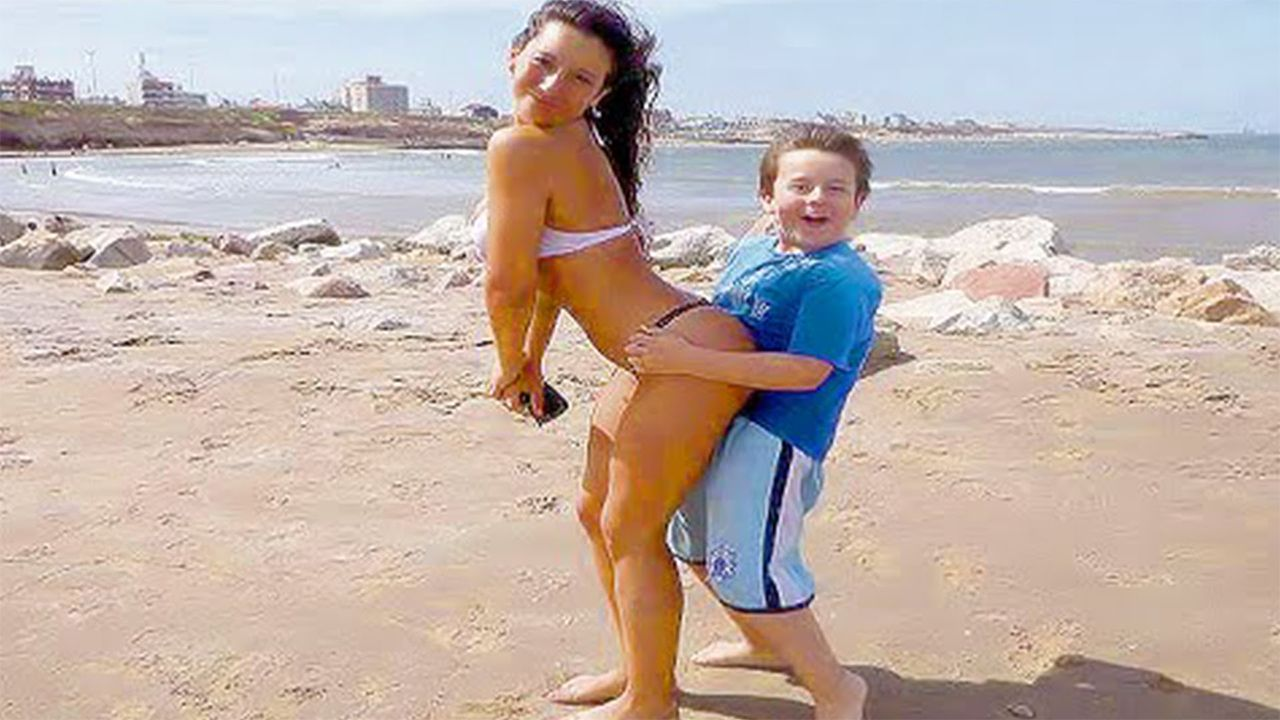 Inappropriate Family Photos That Will Make You Cringe