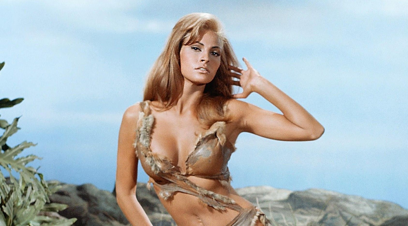 Classic Pics: 15 Hotties Of 50 Years Ago