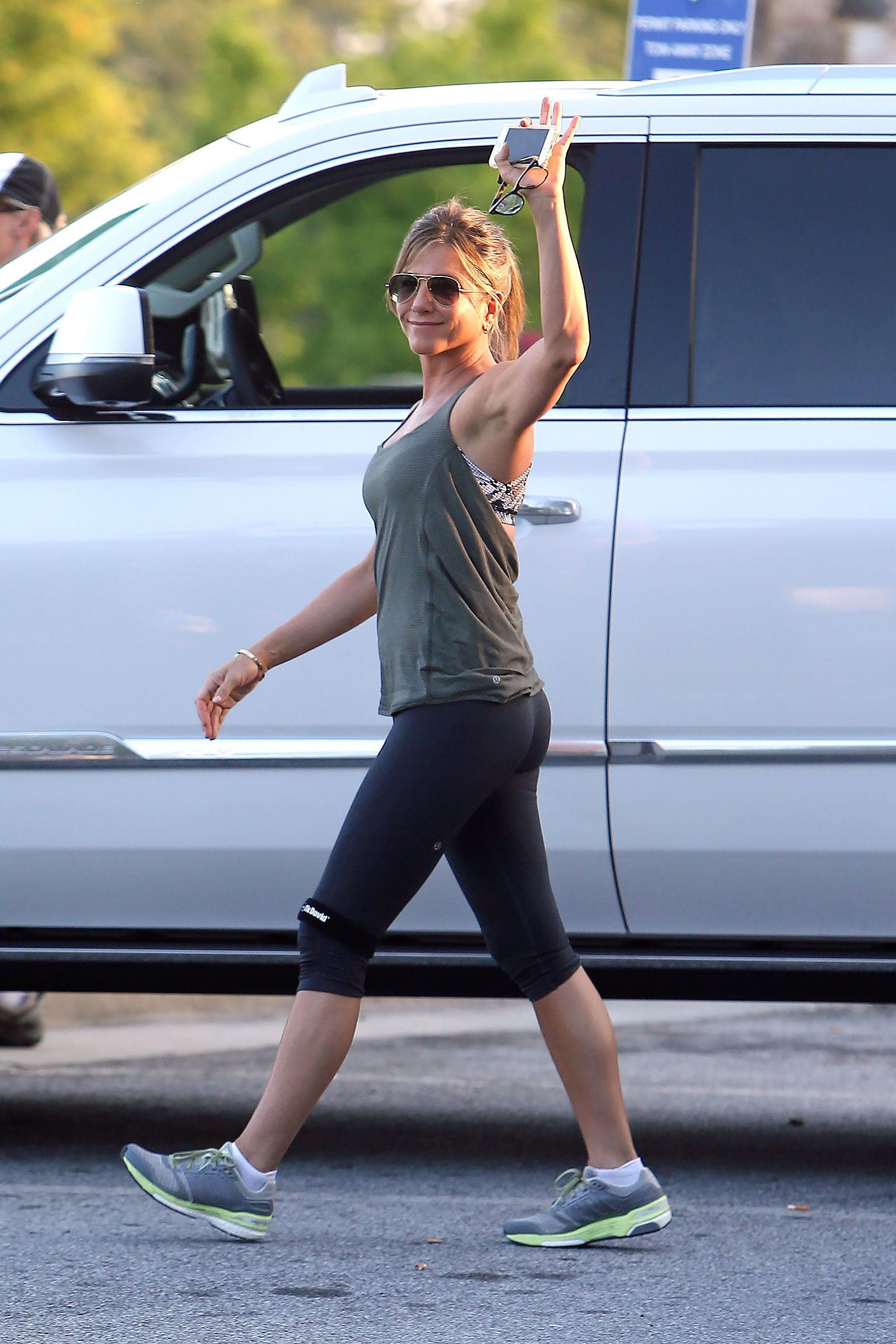 Jennifer aniston workout clothes pictures jpg pictures to pin on