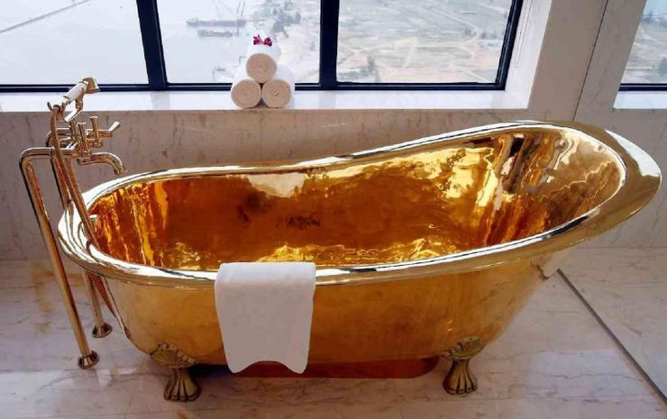 https://static3.therichestimages.com/wordpress/wp-content/uploads/2018/09/Solid-gold-bath-tub.jpg?q=50&fit=crop&w=740&h=465&dpr=1.5