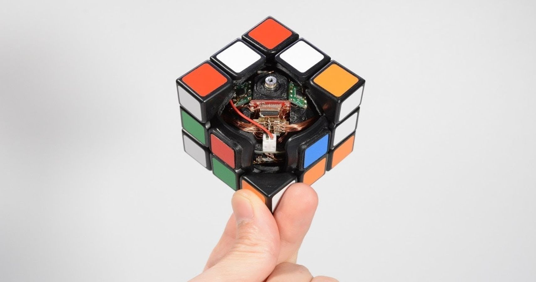 Boring 3D Robotic Rubiks Cube Can Solve Itself