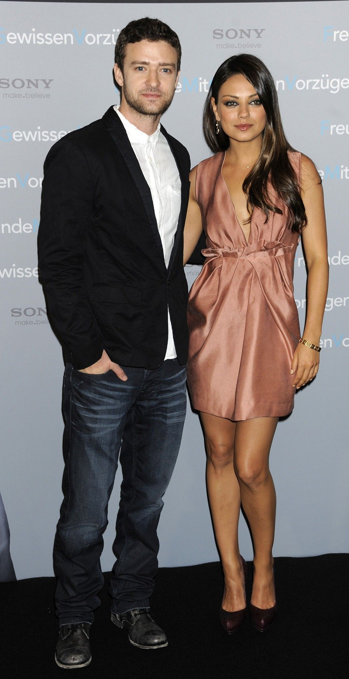 -Friends-With-Benefits-Photocall-In-Berlin-mila-kunis-24161575-1600-2400
