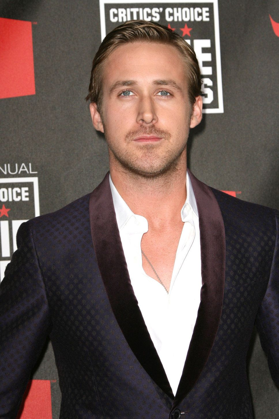 ryan_gosling_silk_suit_jacket